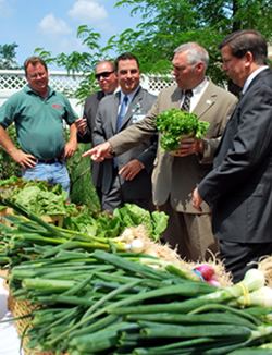 Farmer Peter Melick, Paul Hlubik of USDA, Glenn McCreesh, Al Murray and Somerset Medical Center President Kenneth Bateman