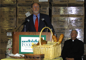 Photo of Governor Corzine at Community FoodBank - Click to enlarge