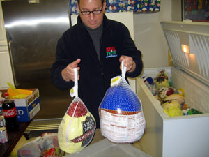 Secretary Fishers distributes turkeys at Family Service Food Pantry