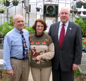 Photo of Jacque and Cynthia Roszel and Secretary Kuperus