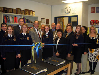 Photo of Warren Hills Ag Center ribbon cutting