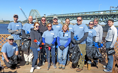 The group of volunteers poses for a photo, with the Tacony-Palmyra Bridge in the background. Photo by DRBC.