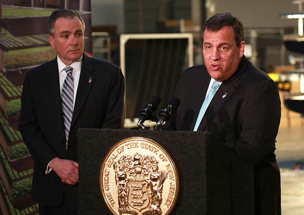 NEWARK, N.J., March 24, 2016 – Labor Commissioner Harold J. Wirths joined Governor Chris Christie at a press conference on jobs and the economy, announcing that the state's unemployment rate fell to 4.3 percent in February.